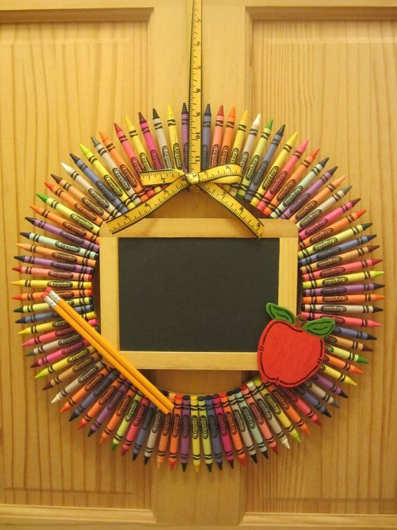 Crayon Wreath, Teacher Wreath, Teacher, Wreath, Crayon, Christmas gift for Teacher, Classroom decoration by CraftyCrystalShop on Etsy https://www.etsy.com/listing/254460708/crayon-wreath-teacher-wreath-teacher