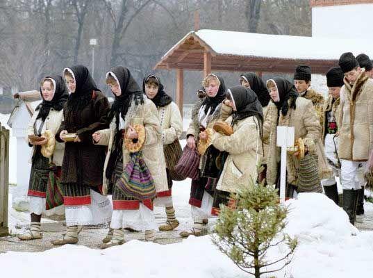 Romanian Christmas carolers. http://www.roconsulboston.com/Media/Culture/XmasColinda.jpg