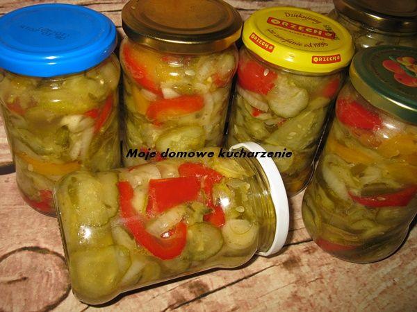 Moje domowe kucharzenie: Sałatka z ogórków, cebuli i papryki na zimę