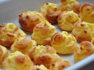 Bignè senza glutine ripieni di crema pasticcera - Gluten free bigné stuffed with cream
