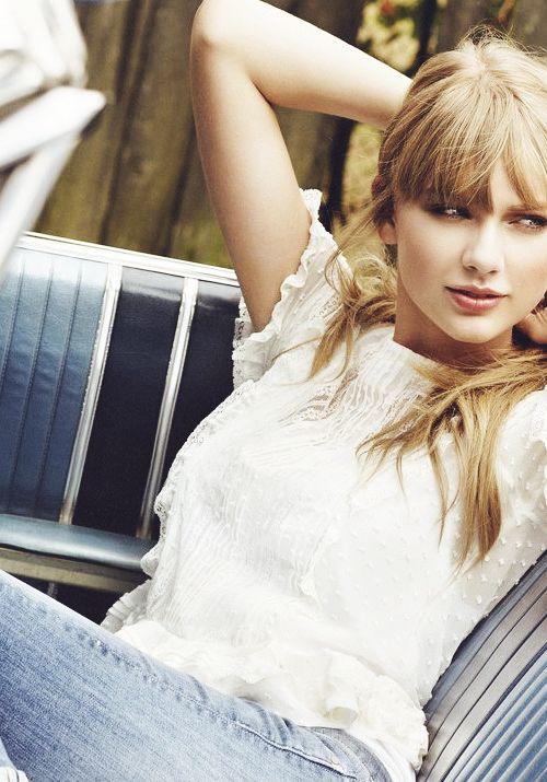 I love this photoshoot. Reminds me of her in 2007 - 2008 <3