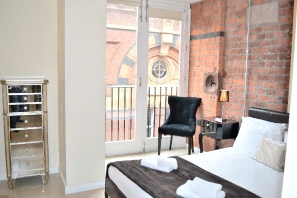 #signatureliving #signature #liverpool #liverpoolcitycentre #servicedapartments #city #liverpoolaccommodation #accommodation #party #partyliverpool #partyapartments #partyspace #partypad #morespace #morefunctionality #moreflexibility #flexible #functional #apartment #apartment2 #apartmenttwo #bed #bedroom #chair #balcony #view #viewofliverpool #victoriastreet #viewofvictoriastreet #citylife #citybreak #cityparty  www.signatureliving.co.uk
