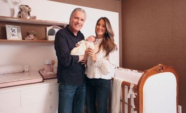 Quarto de bebê da Ticiane Pinheiro - Marrom, branco e madeira foram as cores do quarto de bebê da Rafaella, filha de Ticiane Pinheiro e Roberto Justus.