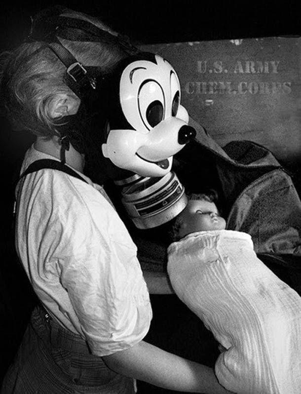 """Non le """"Mikey Mouse Gas Mask"""", lemasque à Gaz Disney, n'est pas une blague ni un fake. Il s'agit d'un modèle fabriqué pour les enfants par les américains"""