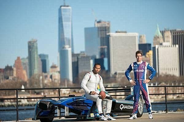 http://ift.tt/2kxx5lw http://ift.tt/2kxz3GK  Las entradas están a la venta para el primer ePrix de Nueva York con una ayuda de la estrella de la NFL Victor Cruz  NUEVA YORK Estados Unidos 26 de enero de 2017.- El Campeonato de la FIA Fórmula E (la primera serie de carreras monoplazas totalmente eléctricas del mundo) lanzó la venta de tickets para la ePrix inaugural de la Ciudad de Nueva York. Lo hizo con la ayuda de la estrella de la NFL y el receptor de los Gigantes de Nueva York Victor…