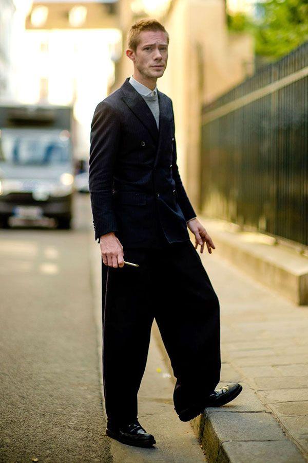 黒ダブルブレストジャケット×白シャツ×グレーカットソー×黒ワイドパンツ×黒ドレスシューズ | メンズファッションスナップ フリーク | 着こなしNo:181807