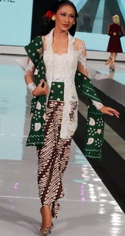 white kutu baru kebaya mixed with stagen in jumputan pattern. Look classic and stylish.