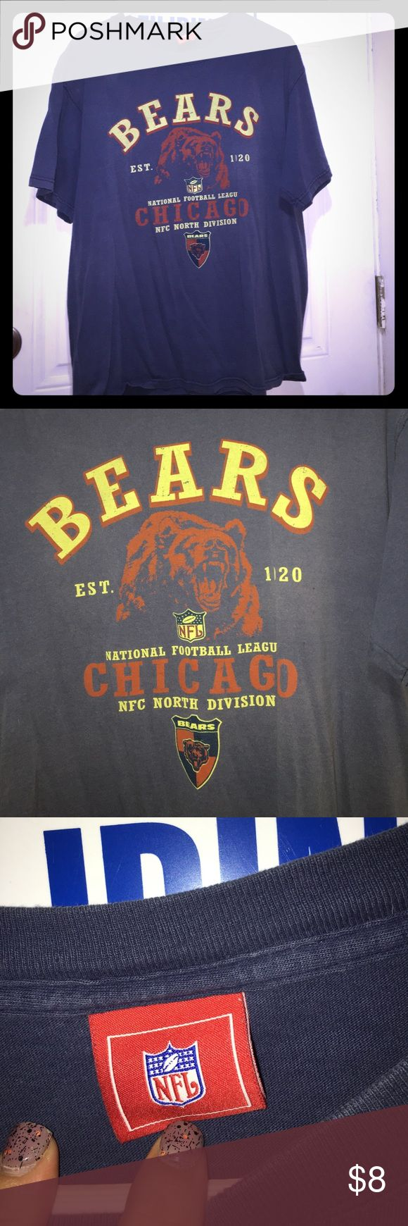 Chicago Bears T-shirt Vintage design. Good condition. No stains rips or holes NFL Shirts Tees - Short Sleeve