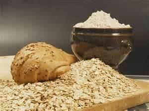 ESFOLIANTE PER IL VISO: Per esfoliare la pelle naturalmente, prendete della farina di avena e unitela a delle noci, passate gli ingredienti nel mortaio aggiungendo del miele e un po' di latte e poi applicate sul viso effettuando un leggero scrub.