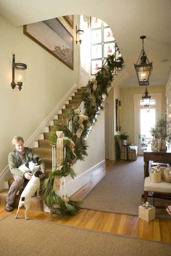 50 best images about holiday rail decorations on pinterest for Hanging garland on staircase
