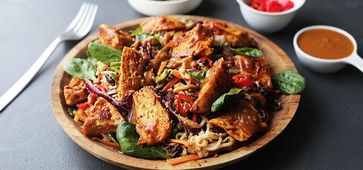 Kjøp Thaisalat med sprø kylling og resten av ukeshandelen med ett klikk! Saftig, sprø og skikkelig god! Peanøttdressingen setter en god smak på denne salaten.