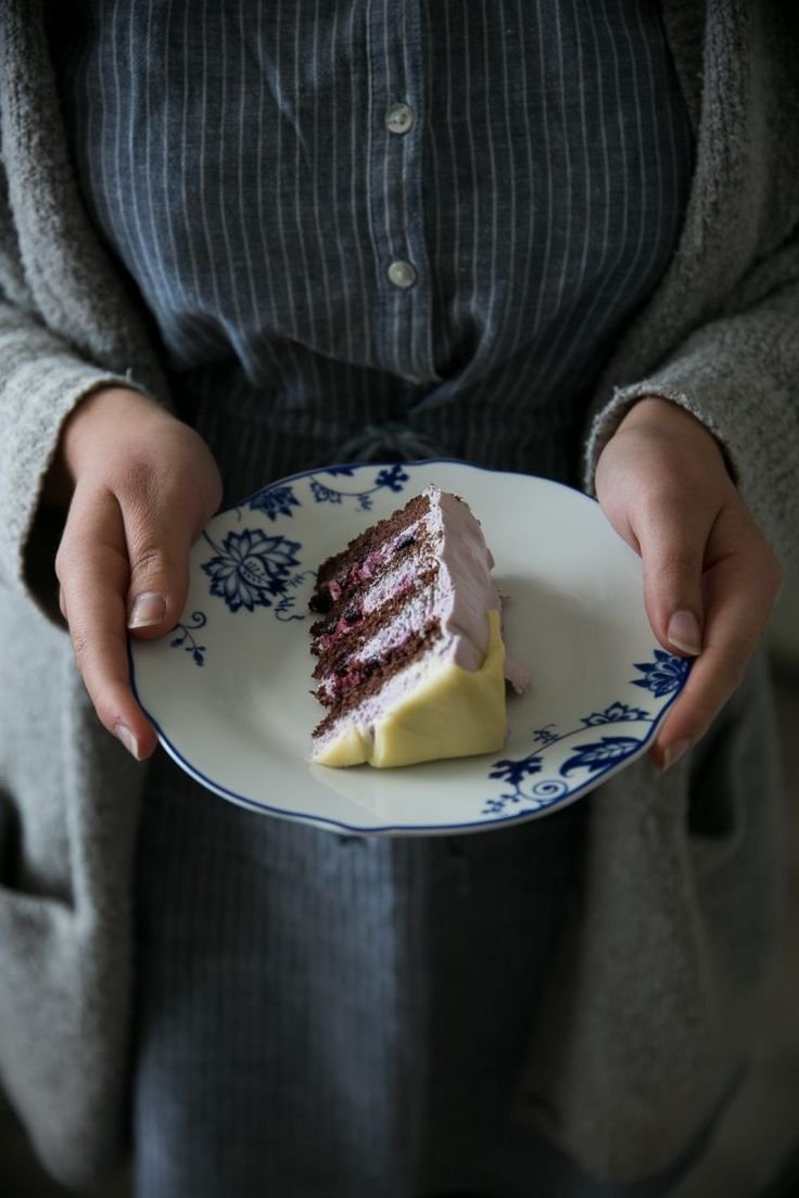 Double chocolate blueberry layer cake | on Due fili d'erba | Two Blades of grass | Recipe, styling and photos by Thais FK
