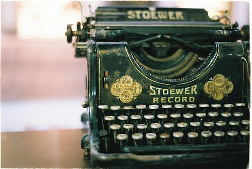 Old Typewriter: Readers Read, Green, Writers Write, Cottage, Vintage Typewriters, Antique Vintage, Photo