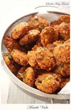 Hot and Spicy Masala Vada savory lentil appetizer ngredients 1 cup channa dal 1 cup moong dal 1/3 rd cup rice flour 5-6 green chillies 4-5 stems Pudina 2-3 garlic pods (optional) 20-30 curry leaves 2 red onions cubed 1 tbsp of dania (corriander seeds) 2-3 tbsp of red chili powder salt according to taste 2 cups of oil for deep frying