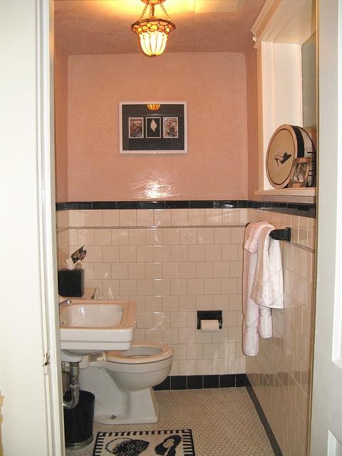 17 best images about bathroom ideas on pinterest vintage for 1930 bathroom tile ideas