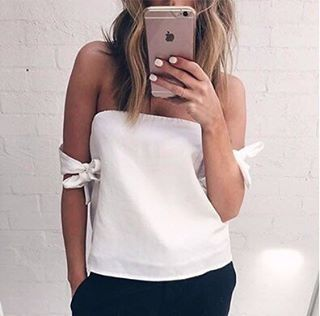 """Perfection 🌹 """"Elegant Yet Sexy"""" Blouse with FREE Choker ✔️ $33 AUD ($25.35 US approx)  Sizes: small-large Buy yours now: STRAIGHT via the link in our Insta bio ✔️ #SataraCrop #SataraShirt"""