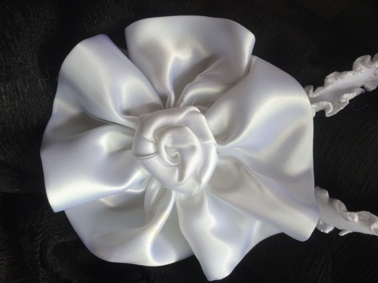 An elegant white flowing headband with a delicate rosein the centre.  It is attached to a soft and stretchy white elastic headband.  Perfect for a baptism, christening or a wedding.  Headbands are custom made when you order.  I can accomidate you if you require a specific size.     A chart for your