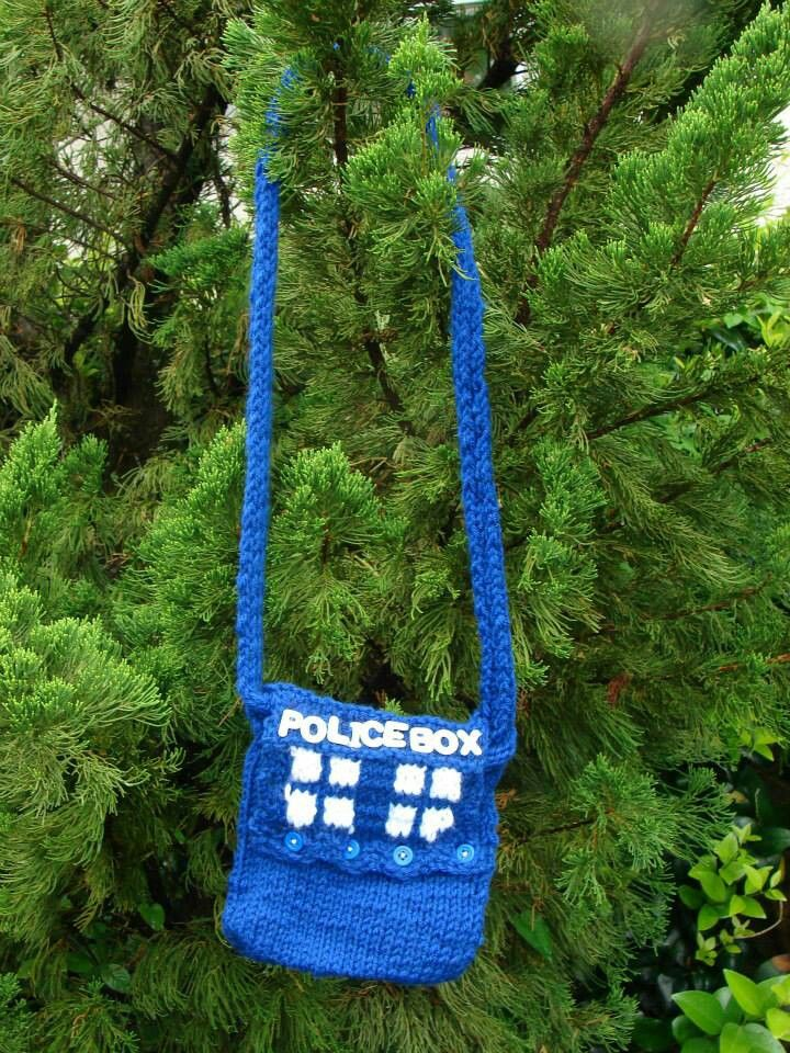 Tardis Bag Knitting Pattern : Pin by Mimi on Knitting - with the Doctor...Knitting is Cool! Pinterest Bags