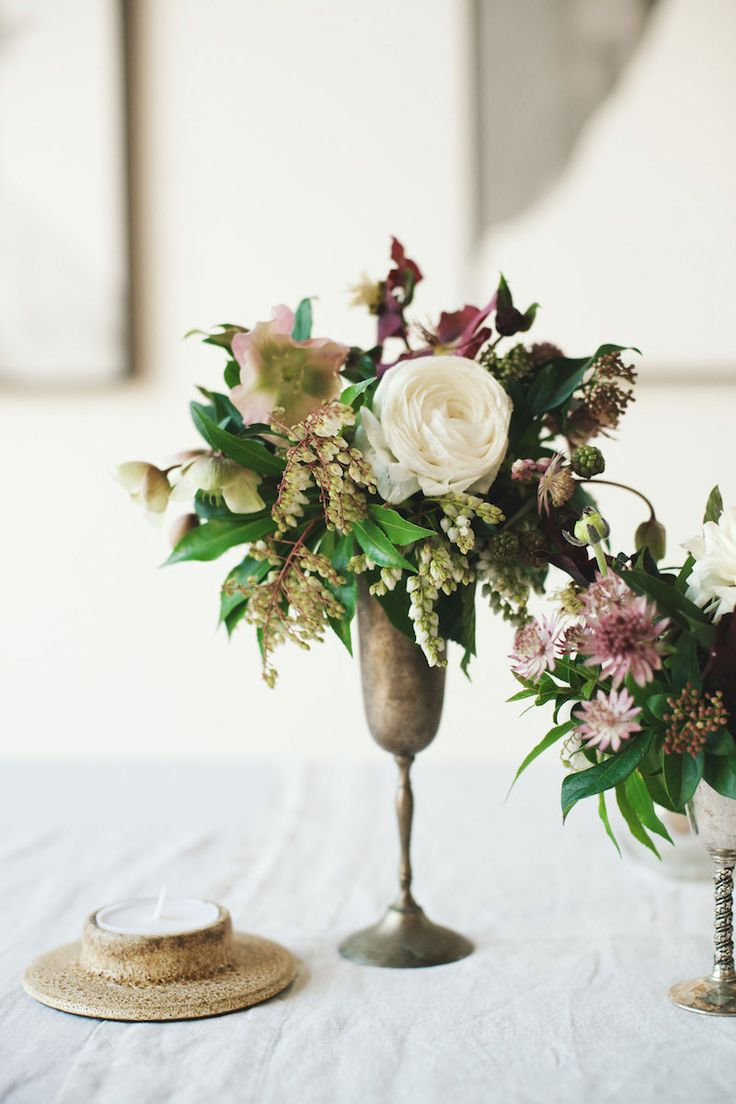guest table floral arrangement - detail - I like the use of clusters of small arrangements in different heights