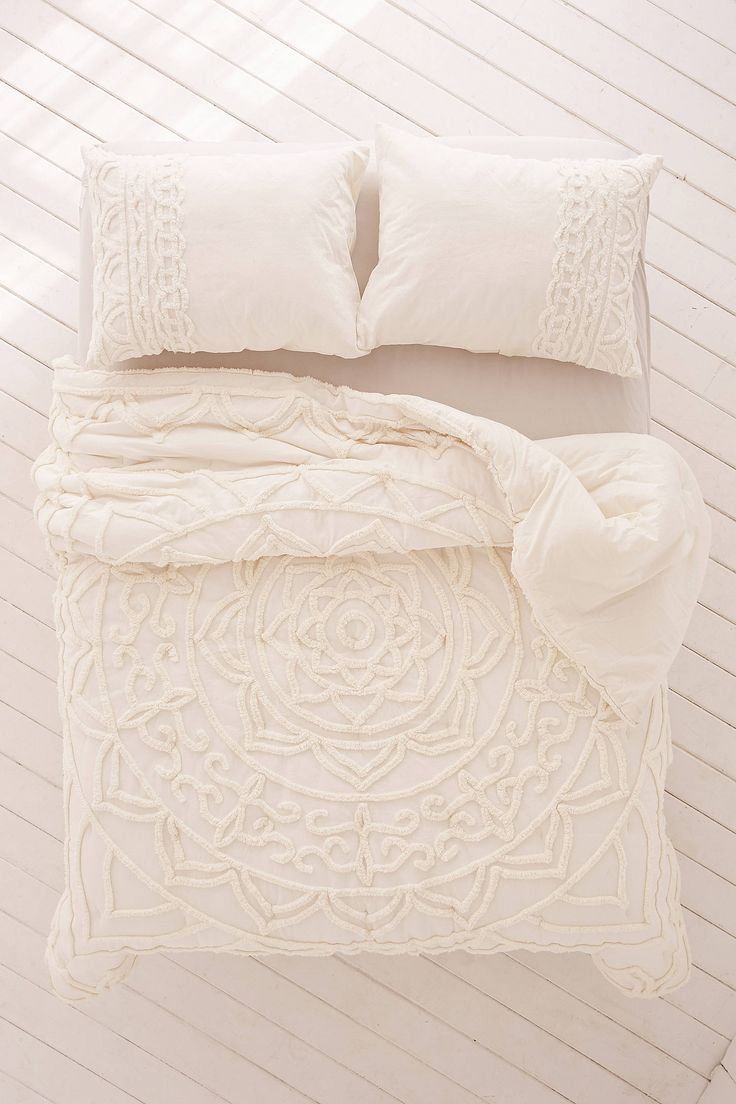Shop the Chloe Tufted Medallion Comforter and more Urban Outfitters at Urban Outfitters. Read customer reviews, discover product details and more.