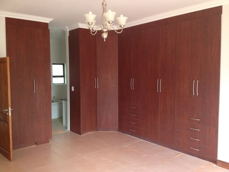bedroom cubord 2