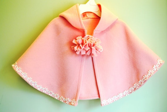Adorable Cape!: Babies, Pink Ponchos, Daisies Chains, Baby Proyect, Adorable Capes, Baby Capes, Pink Capes, Baby Pink, Beautiful Capes