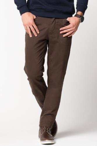 Dar paça modeli ve üzerinizde fit bir görünüm sağlayan tasarımı ile trend görünebileceğiniz DeFacto erkek pantolon.