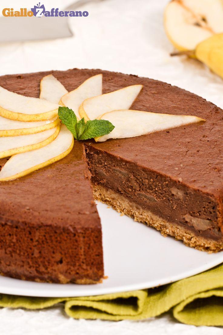 #CHEESECAKE CIOCCOLATO E PERE (chocolate pear cheesecake), una rivisitazione della classica #torta così invitante e amata da grandi e piccini. #ricetta #GialloZafferano