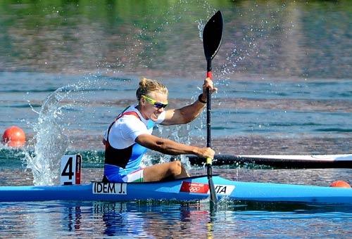 L'ultima cavalcata di Josefa Idem. FOTO - Immagini e Fotografia Olimpiche - Tutti i colori di Londra 2012 - Virgilio Sport