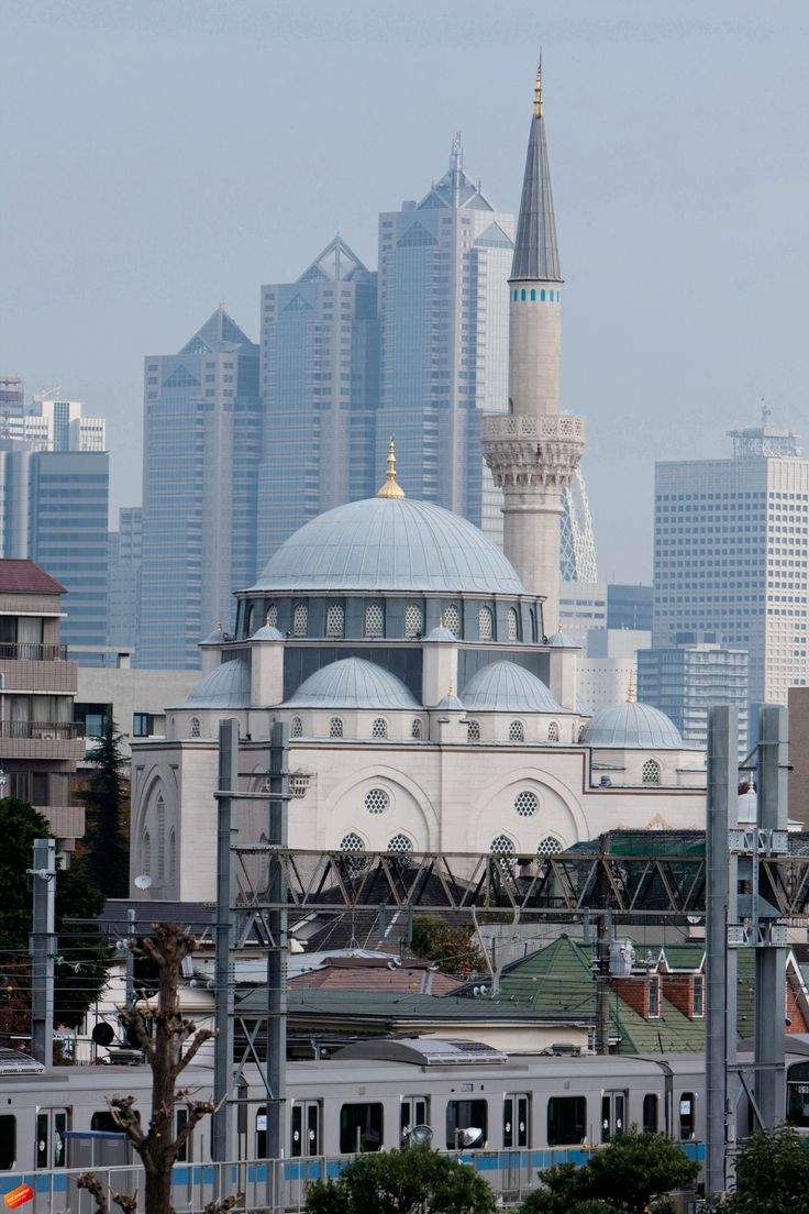Tokyo Mosque with a joining Turkish Culture Centre is a mosque located in the Õyama - chõ district of Shibuya ward in Tokyo and is the largest mosque in Japan.