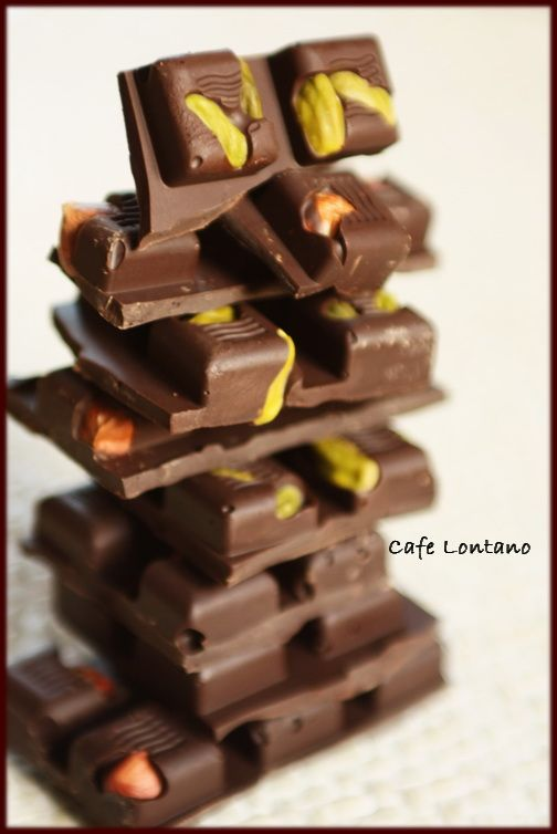Evde çikolata yapımı:Bol fındıklı, bol fıstıklı, tam da istediğiniz gibi çikolatalar...