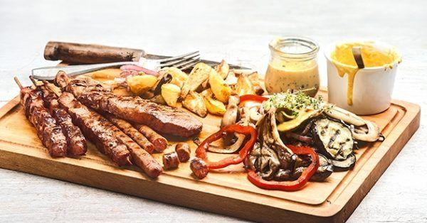 Ιδέες για μπάρμπεκιου από την Αργυρώ Μπαρμπαρίγου | Συνταγές για ένα φανταστικό μπάρμπεκιου μενού με την πιο ωραία συνοδευτική σάλτσα!