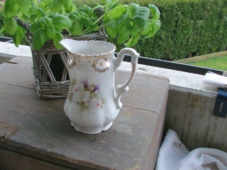 Wunderschönes Kännchen weiß / gold mit Blumen von Manu's kleine Vintage Schatzkiste auf DaWanda.com