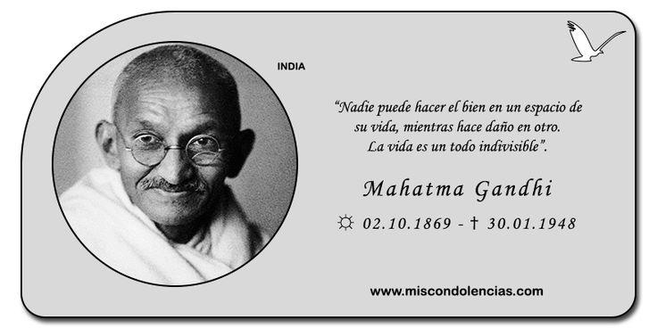 Mahatma Gandhi - Líder, Pensador, Político y Religioso Indio.Se destacó por promover el rechazo a la lucha armada y predicaba la 'no violencia' como medio de resistencia al dominio británico.