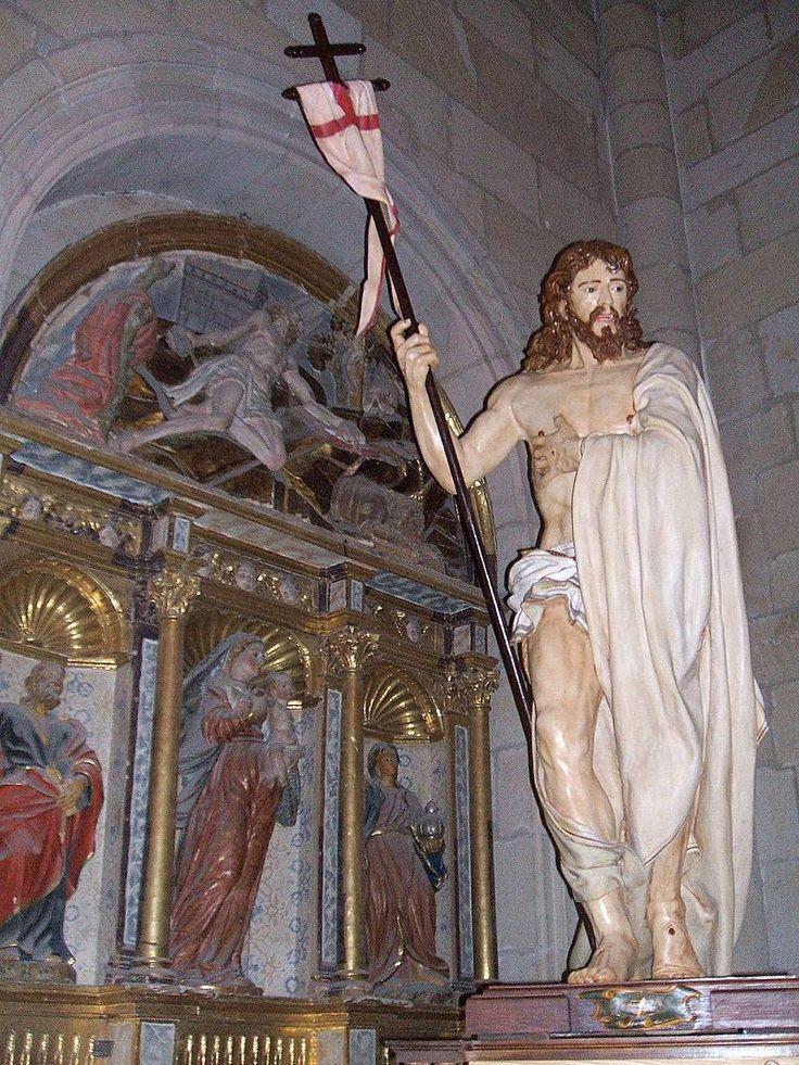 Retablo de San Jerónimo, al fondo y Cristo Resucitado en primer plano **