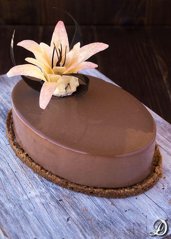 Tarta de Mousse de Café y Anís Estrellado con interior de Chocolate Blanco y…