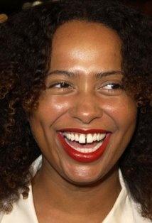 her smile - Lisa Nicole Carson