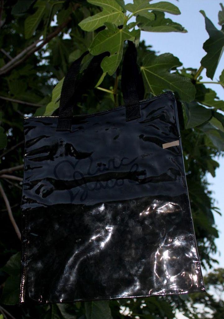 Mala tote bag transparente em preto Marc Jacobs, adquirida na loja do Porto.