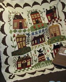 Beautiful applique quilt: Beautiful Appliqué, Beautiful Quilts, Applique Quilts, Favorite Places, Quilts House, Beautiful Appliques, Appliques Quilts Mi, Logs House, House Wall