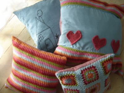 Google Image Result for http://www.jamtin.co.za/export/sites/jamtin/sellers/livinglife/scatter_cushions_1.jpg