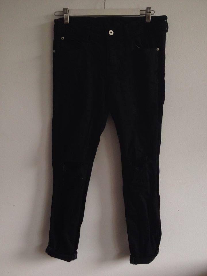 spodnie z zary z dziurą na kolanie,luźne 38, 15 zł