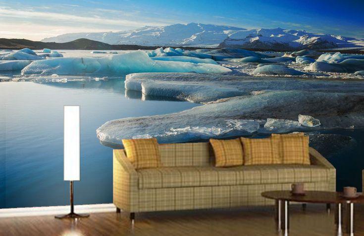 La banquise est une couche de glace qui se forme à la surface de la mer ou de lacs formée par solidification de l'eau.