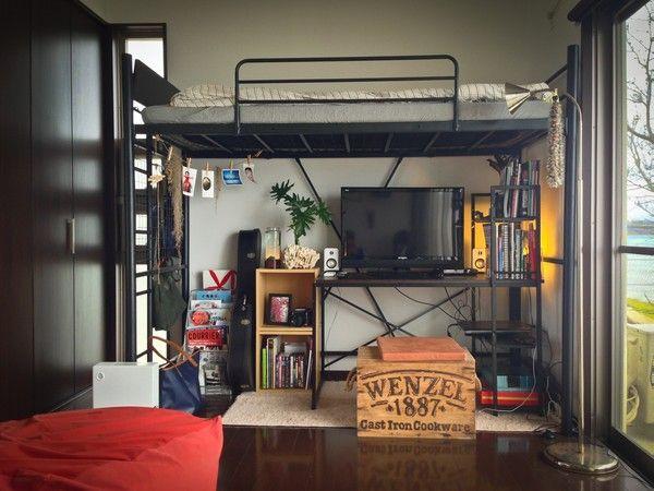 たっぷり光の入るロフトベッドがある部屋 ホームセンターで揃う定番の家具で センスよくコーディネイト。