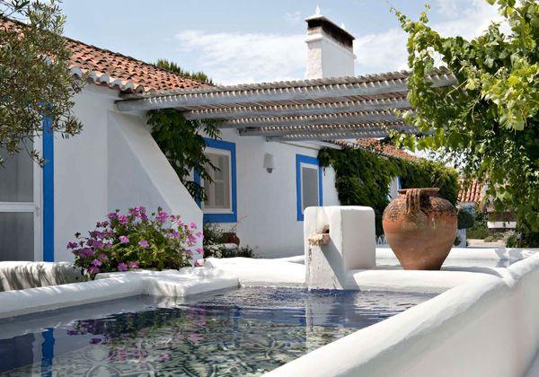 Casa de praia em Portugal - rústico-chic - branco e azul - pergolado ( Projeto: Vera Iachia )