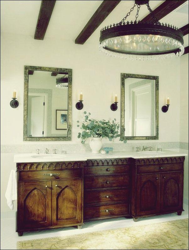 Entwerfen Sie Ein Atemberaubendes Spanisches Badezimmer Hauser Im Spanischen Stil Mediterrane Hauser Wohn Design