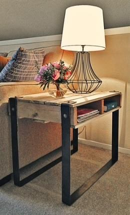 Pallet end table- kinda funky but kinda cool - use as a Night Stand