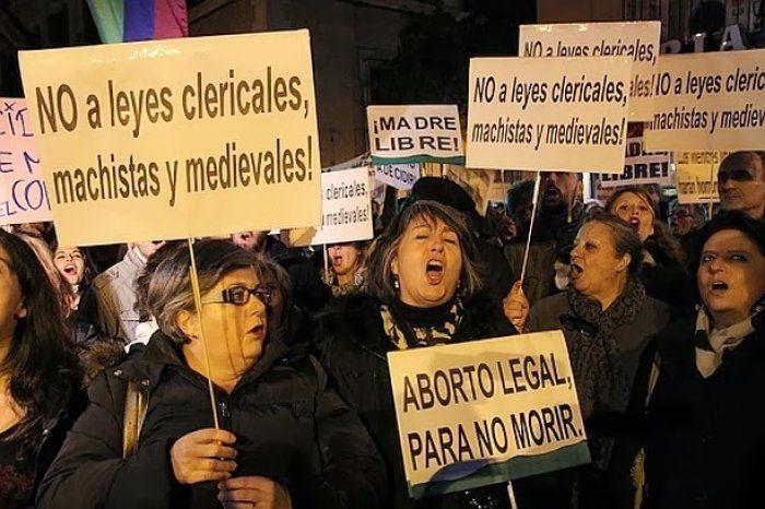 La legge spagnola sull'aborto è un abuso di potere