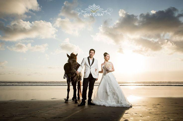 Bali pixtura | bali pre wedding at Seminyak Beach with horse