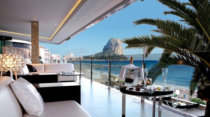 Descubre los mejores hoteles de playa de España de 2013 según los usuarios, uno por cada región de playa.