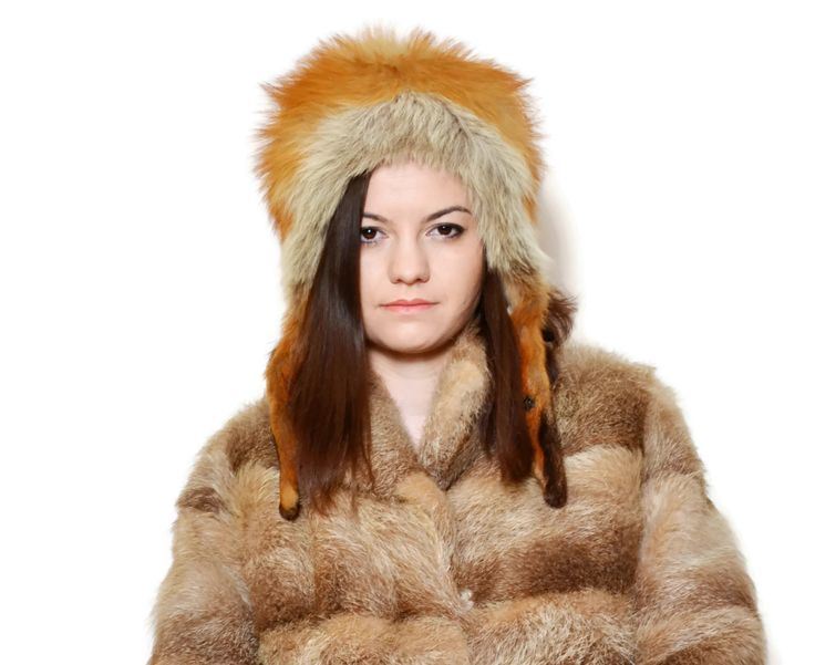 Vintage Real fox fur Hat.  The model on the pictures is size S/36 and 165 cm height. Please check measurements with your own to avoid problems with the size. Make sure you double the measurements where shown (*2):  Total lenght: 18.5 cm / 7.28 inches Inside Widith: 25.5 cm / 10 inches Outside Widith: 32 cm / 12.5 inches  Outside circumference: 61 cm / 24 inches Inside circumference: 53.5 cm / 21 inches Earmuffs length: 25.5 / 10 inches Fabric: 100% Red Fox F...